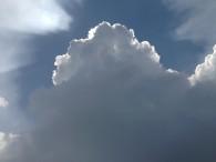Etna, cumulonembo in sviluppo sulla cima