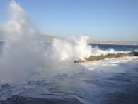 Mare in tempesta nello stretto di Messina